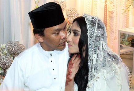 Azhar Tak Kisah Ella Bermanja Dengan Peminat