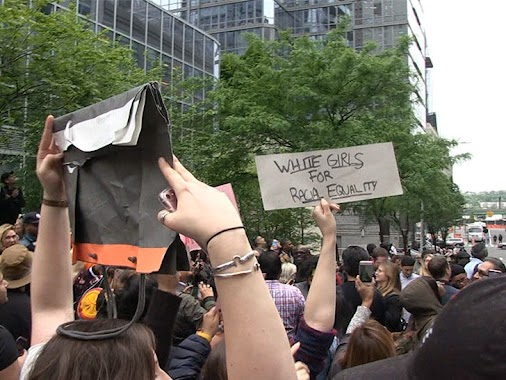 http://ticketron.us/concerts.aspx Racist Lawyer Aaron Schlossberg Razzed by Protesters Outside His Apartment...