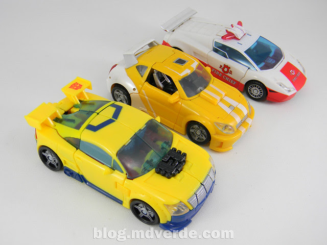 Transformers Hot Shot Deluxe - Universe - modo alterno vs Bumblebee vs Red Alert