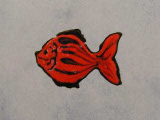 Витражная картинка на кафельной плитке. Красная рыбка.