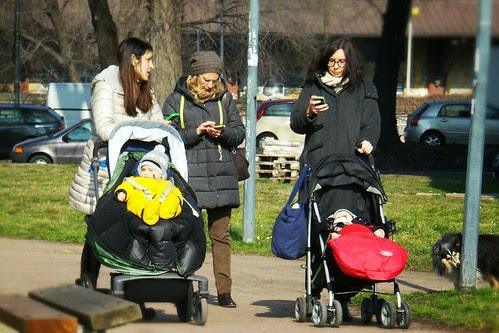 Le mamme #trendy con lo #smartphone by Ylbert Durishti