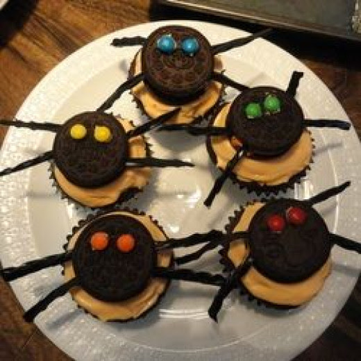 http://jerzimom.hubpages.com/hub/spooky-spider-cupcakes