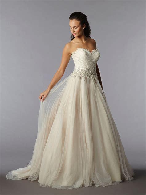 Kleinfeld wedding dresses   best fit with head scarves