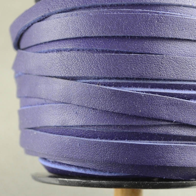 s36215 Leather Lacing - 5 mm Flat Leather Lacing - Very Violet (1 meter)