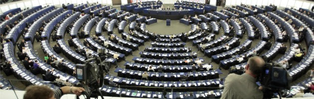 L'Ue approva petizione su trasparenza dei media. Per evitare futuri Berlusconi