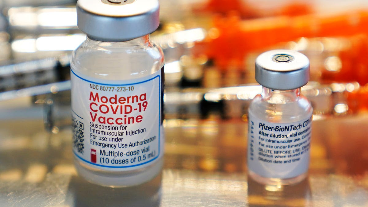 FDA panel supports Moderna COVID-19 booster shots for older Americans and other adults at higher risk of infection