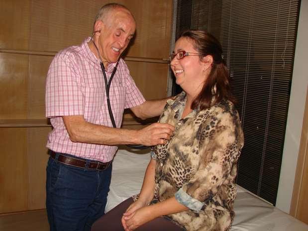 Dr. Wilson conta orgulhoso que muitos de seus pacientes não notam que ele é deficiente visual Foto: Jaime Batista da Silva / vc repórter