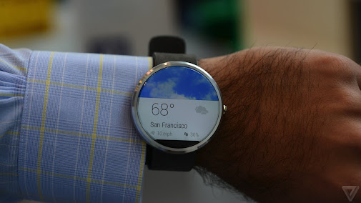 Here we go — hands-on with the Motorola Moto 360!