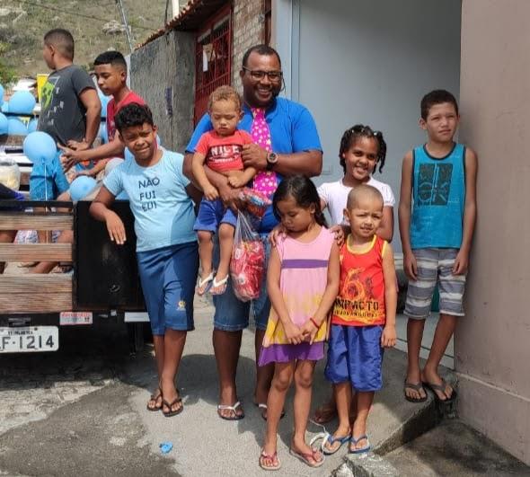 Milagrense mantêm tradição de presentear crianças no Dia das Crianças