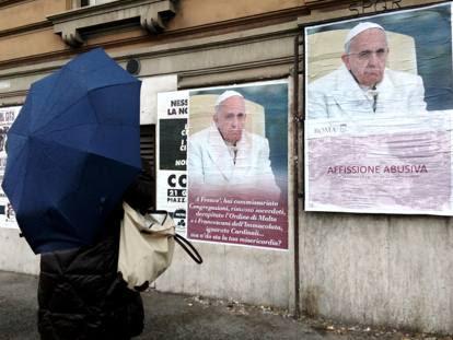 Roma, sui muri decine  di manifesti contro il Papa