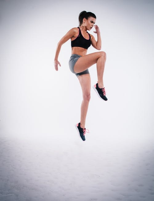 HIGH KNEE JUMP AND ITS HEALTH BENEFITS :