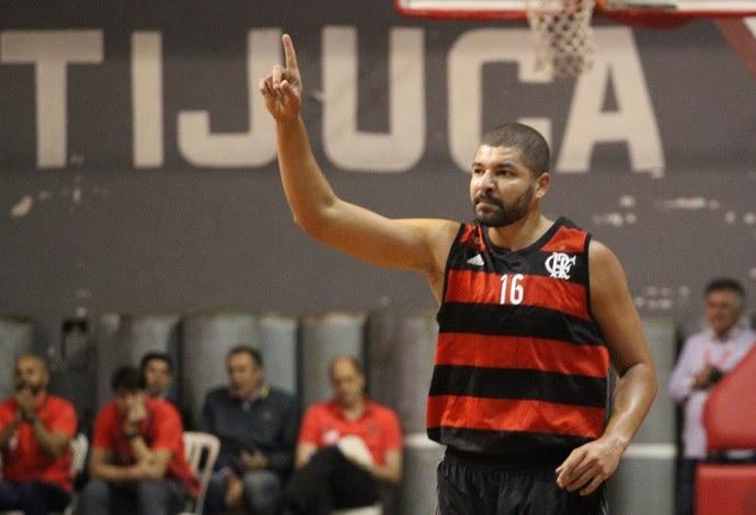 Olivinha comemora vitória do Flamengo sobre o Botafogo (Foto: Gilvan de Souza / Flamengo)
