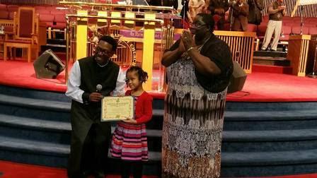 Calise ganhou um prêmio pelo ato de coragem na igreja que frequenta