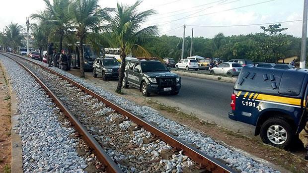 Vários mandados de prisão foram cumpridos nas imediações da ponte de Igapó (Foto: Fred Carvalho/G1)