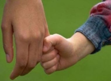 Maioria das pessoas interessadas em adoção querem crianças brancas