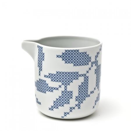 Milk_jug_leaves