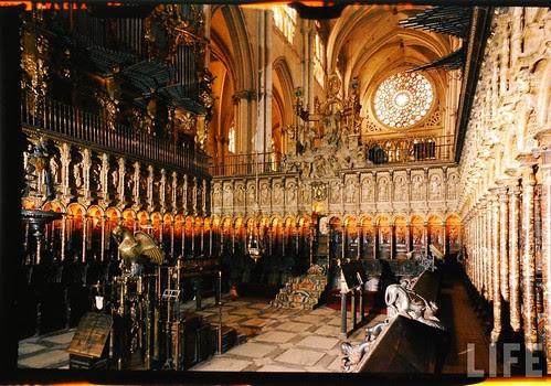 Interior de la Catedral de Toledo en 1963. Fotografía de Dmitri Kessel. Revista Life (15)