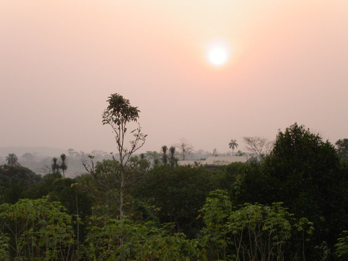 http://upload.wikimedia.org/wikipedia/commons/b/bd/Afternoon_sun_in_Mamfe%2C_Cameroon.jpg