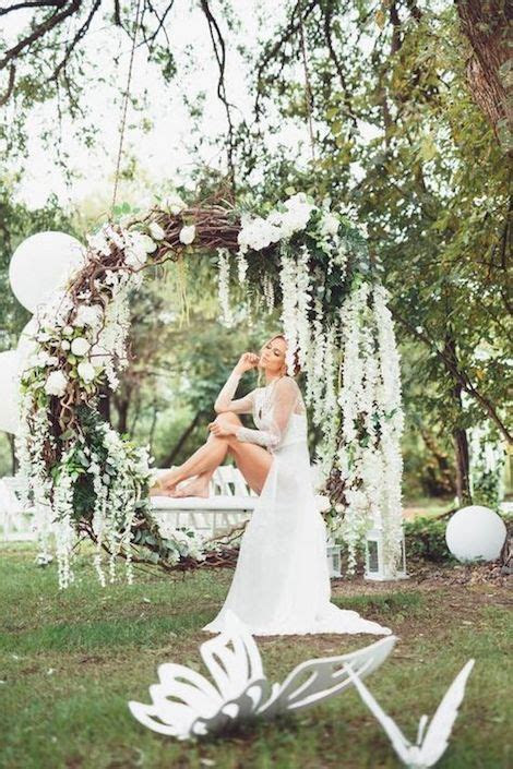 Giant Wedding Wreaths: How Tos on a Budget for The New