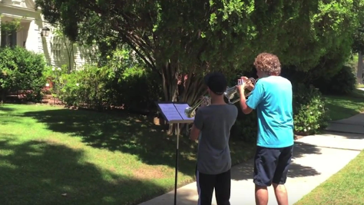 Two musicians played the theme from Star Wars outside John Williams' house, and he popped out to meet them