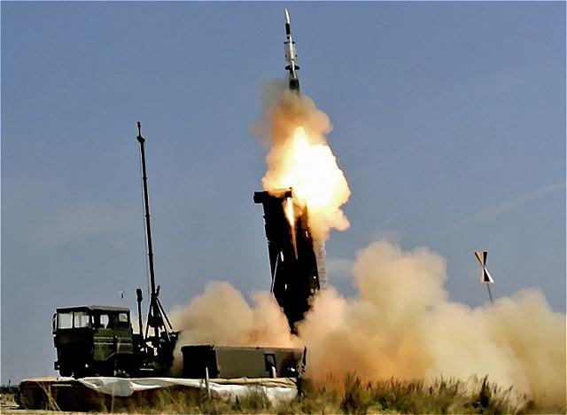 """Las Fuerzas Armadas de Singapur va a comprar un nuevo sistema de misiles tierra-aire Aster-30, para impulsar aire escudo de defensa de Singapur. Al anunciar la adquisición el Lunes, 16 de septiembre 2013, el ministro de Defensa Ng Eng Hen dijo que los militares avanzadas en Francia e Italia utilizan el nuevo sistema, que es """"muchas veces más potente"""" que la producida en tierra I-Hawk sistema de defensa aérea."""