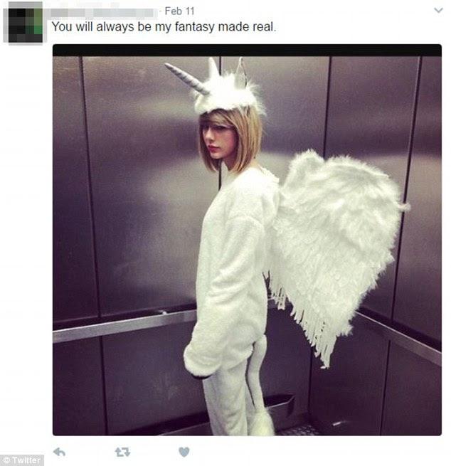 'Você sempre será minha fantasia real': Em 11 de fevereiro, ele tinha carregado uma foto dela vestida como um unicórnio enquanto estava em um elevador