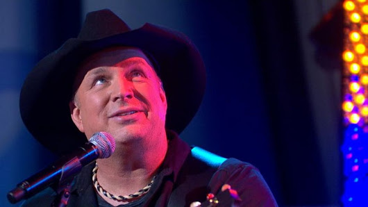 Video: Garth Brooks Performs 'Mom' Live on GMA