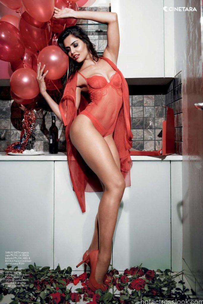 Nathalia-Kaur-Bikini-Photo
