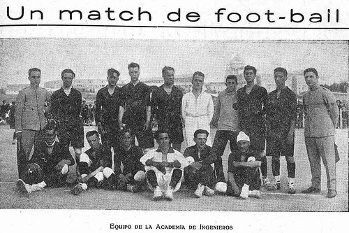 Equipo de Ingenieros de la Academia de Infantería en 1924. Escuela de Gimnasia, Toledo. Diario El Castellano