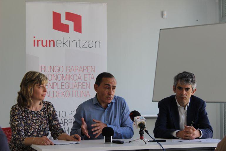 Mar Romo, Miguel Ángel Páez y Lander Beloki en la rueda de prensa en la que se han dado a conocer los datos Irun Ekintzan del pasado año.