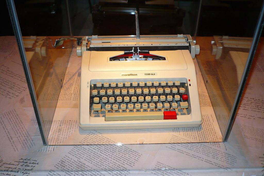 Maquina de escribir de M.V.Ll.