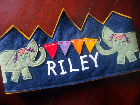 elephant.banner. birthday crown