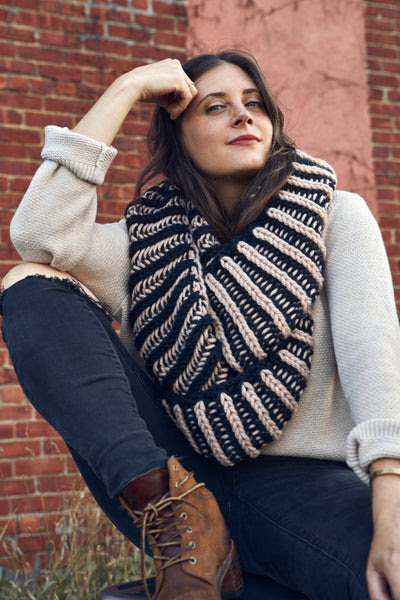 Illusionist Infinity Scarf (Knit) - Download Free Pattern