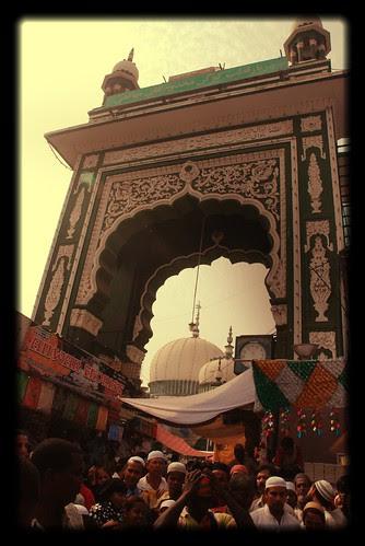 Dargah Of Makhdoom Shah Baba Mahim by firoze shakir photographerno1