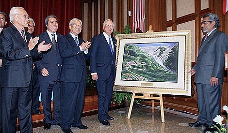 Look how we planned to destroy the jungle! Taib, Awang Tengah and PM Najib Razak unveiling the world's most depressing painting