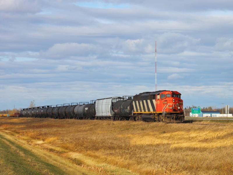 CN 5528 in St. Norbert Manitoba