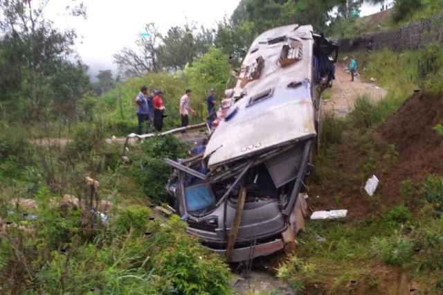 Ônibus que saiu de Passo Fundo cai em ribanceira e deixa nove mortos em Alfredo Wagner, Santa Catarina Arcanjo/Agência RBS