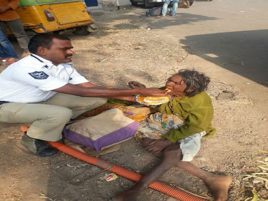 Viral picture of Hyderabad cop feeding homeless woman restores our faith in humanity - Oneindia