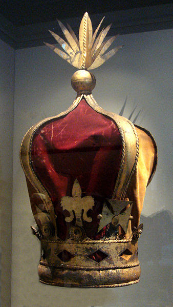 Archivo: Corona de la reina Ranavalona III.jpg