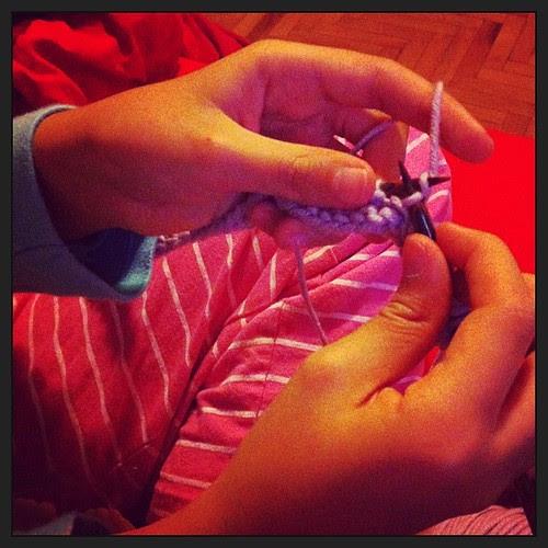Little one is knitting tonight:) La piccola sta lavorando a maglia :)