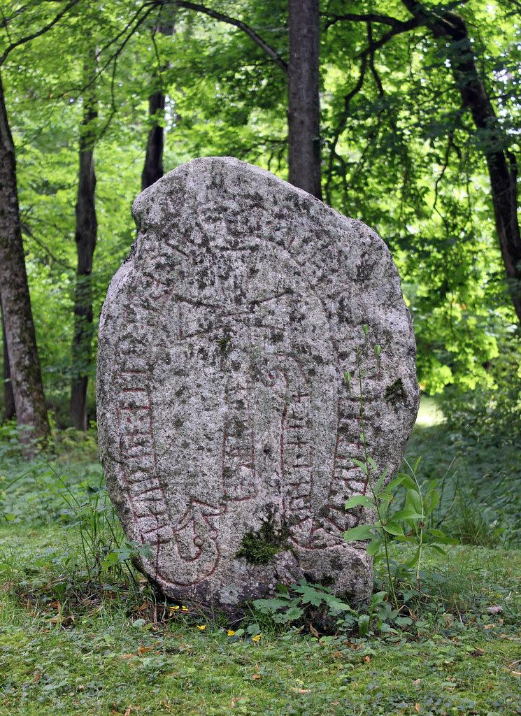 Sanda Runestone