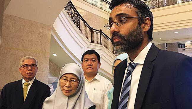 Opposition-leader-Dr-Wan-Azizah-Ismail-and-lawyer-N-Surendran-1