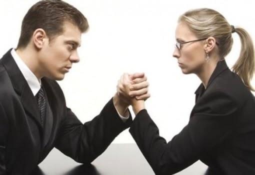 25e8a922a2201 خبرني - اكتشف علماء نفس ان الرجال يصبحون اكثر حزما حينما يعملون مع امراة٬  لانهم يشعرون بالتهديد الذي تشكله رئيسة .