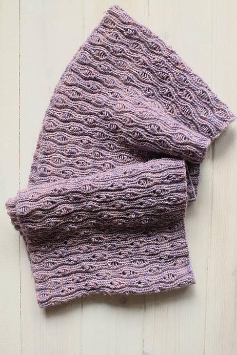 Eternidad Scarf free knitting pattern from Xena Knits