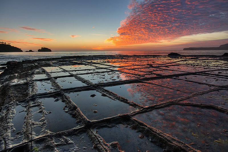 File:Tessellated Pavement Sunrise  Landscape.jpg