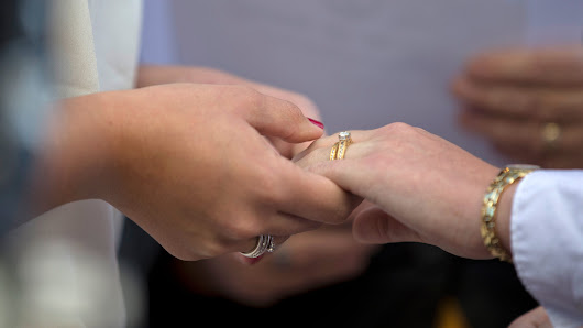 9th Circuit strikes down Nev., Idaho gay marriage ban; Arizona affected