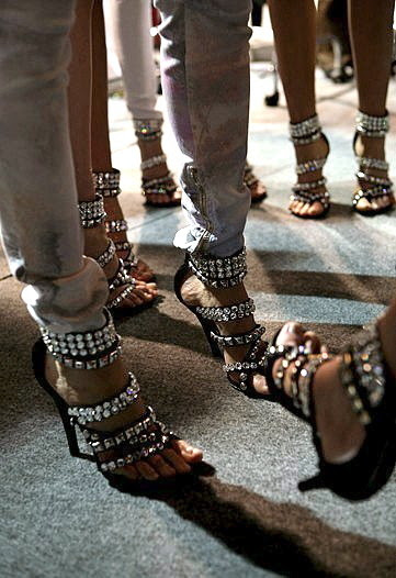 esoteric-pieces-of-8:  fabulous shoes!