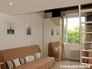 Paris Apartment: Alcove Studio Duplex Apartment Rental in Montmartre (