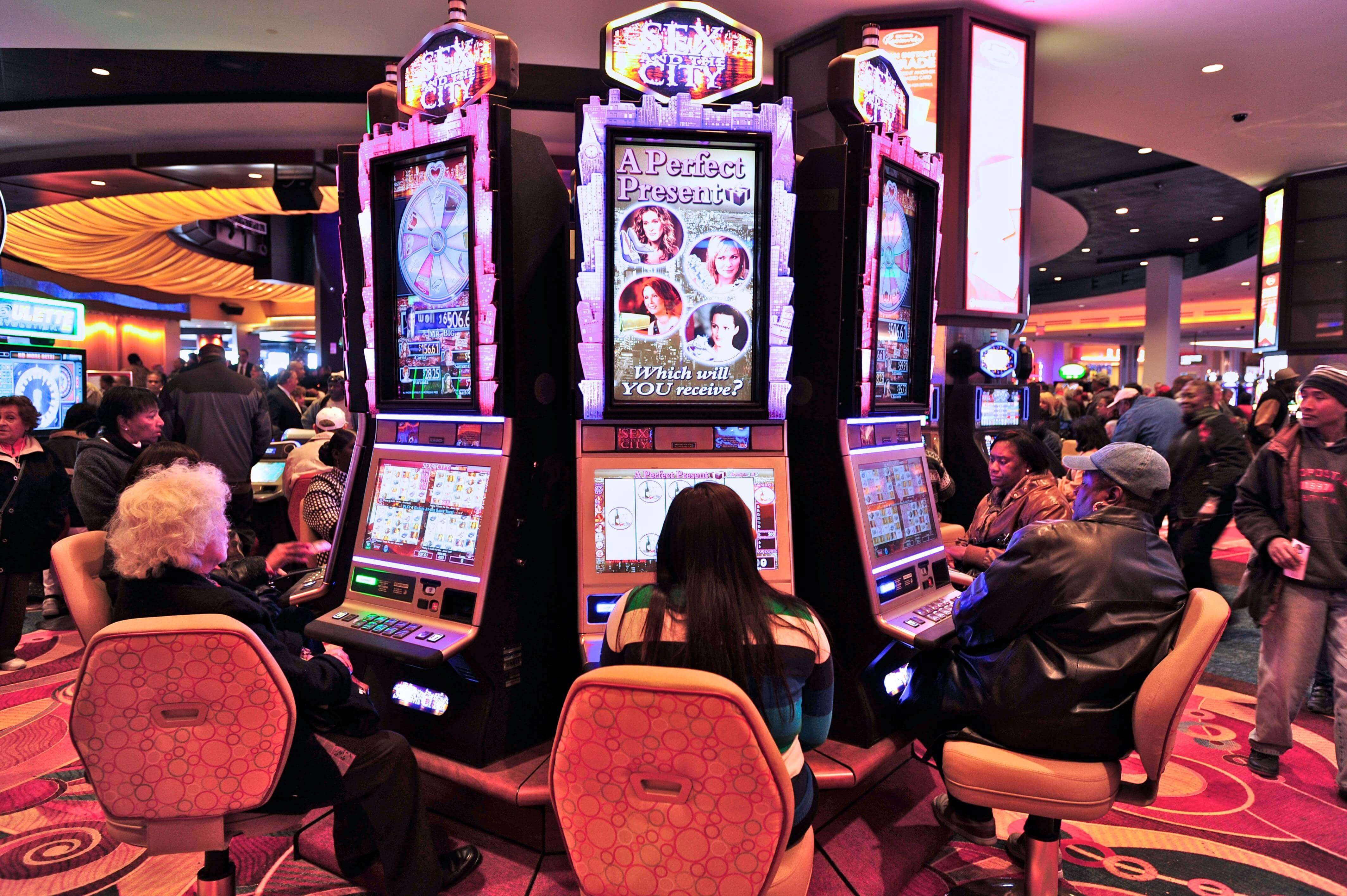 Each and every casino games developer keeps room for video slots, because without them the business no life at all.The most prominent developers to have launched the biggest number of popular video slots online are Microgaming, Playtech, NetEnt, Rival and many other great names.