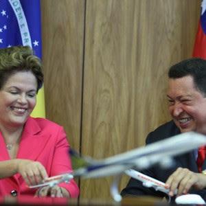 Dilma e Chavez fecham acordo para venda de jatos da Embraer (Foto: Ed Ferreira/AE)